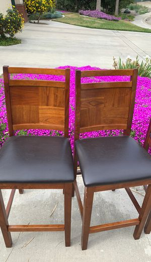 Four Chair high top Kitchen Table for Sale in Visalia, CA