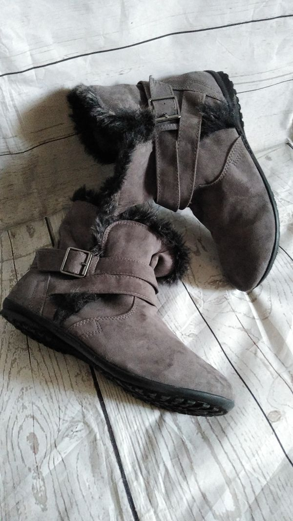 Beautiful Rouge Boots , women's size 9 ( excellent condition )
