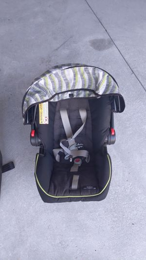Graco Click Connect Snugride 35 lb -Infant car seat for Sale in Morrisville, NC