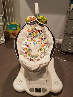 Mamaroo Baby Swing with infant insert in new condition for Sale in Fairfax, VA