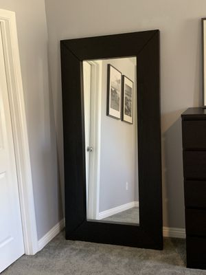 Posh Contemporary Wall Mirror for Sale in Las Vegas, NV