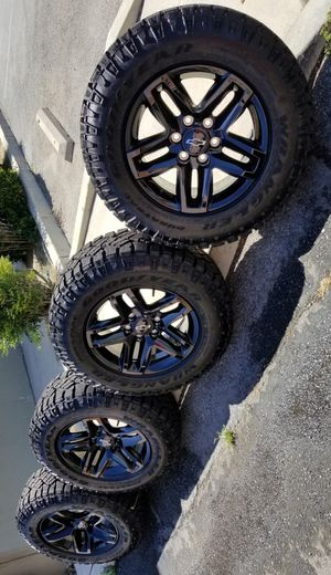 2019 SILVERADO TRAIL BOSS RIMS AND TIRES GOODYEAR 275 65 18 for Sale in Colton, CA