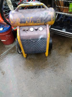 Dewalt air compressor 5.0 200 psi for Sale in Tualatin, OR