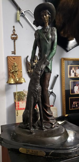 Bronze 24 pulg for Sale in Hialeah, FL