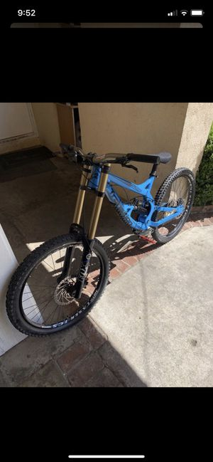 DOWNHILL MOUNTAIN BIKE for Sale in Spring Valley, CA