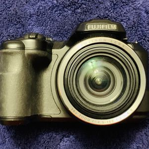 FUJI DIGITAL CAMERA 📷 VERY LITTLE USE for Sale in Pataskala, OH