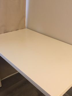 White Table/Desk for Sale in Gaithersburg,  MD