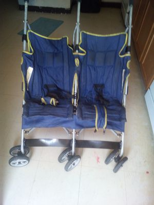 Double stroller 2 seater for Sale in St. Louis, MO