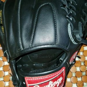 Rawlings Gold Glove 11.5 Infield/Pitcher Glove for Sale in Virginia Beach, VA