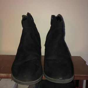 Super cute women's ankle boots for Sale in Nashville, TN