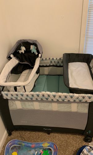 Graco changing table and bed for Sale in Detroit, MI
