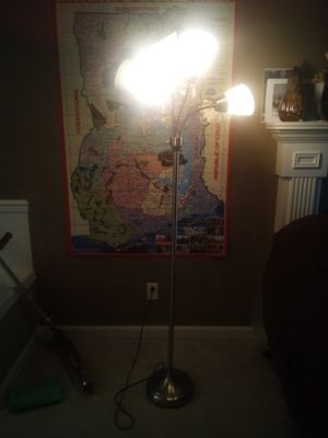 5foot Tower Lamp for Sale in Lynnwood, WA