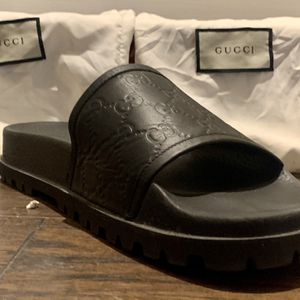 GUCCI Flip FLOPS for Sale in Chicago, IL