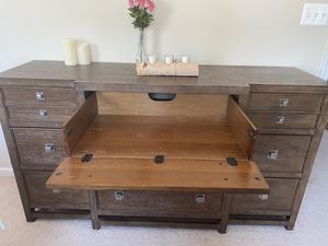 Queen size bed with dresser / tv stand and 2 night Stand for Sale in Saint Charles, MD