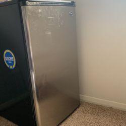 mini fridge for Sale in Pikesville,  MD