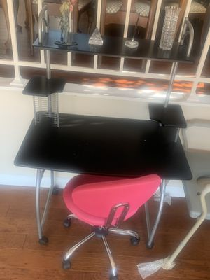 Desk with rolling chair for Sale in Grand Terrace, CA