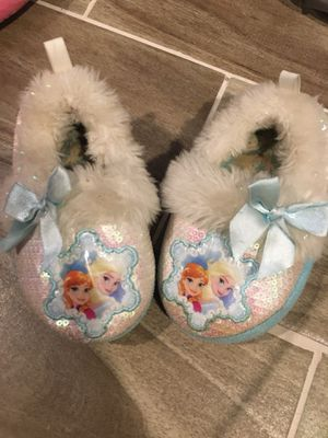 Free frozen slippers toddler size 5/6 for Sale in Alsip, IL