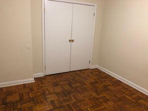 Rento un cuarto a persona sola $500 for Sale in Hyattsville, MD