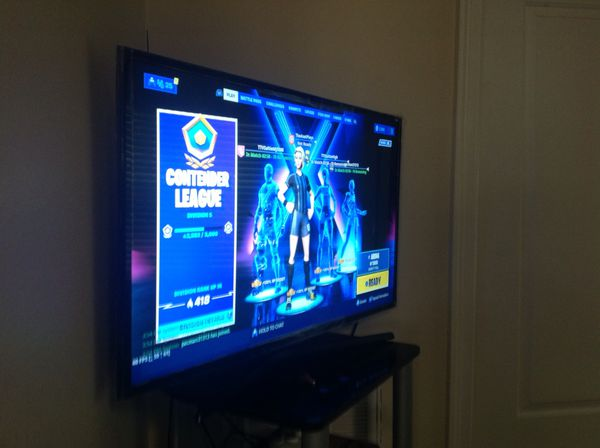 """PS4 + Samsung 42"""" Great condition hardly used for Sale with skin"""