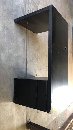 IKEA malm desk for Sale in La Mirada, CA