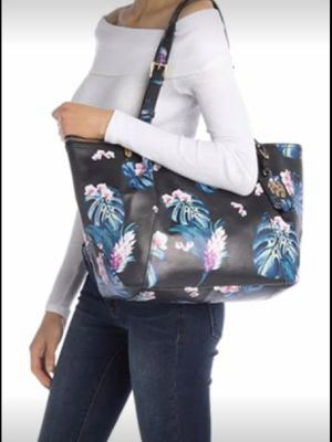 Great gift 4 Christmas 🎄 $288 Value Tommy Bahama Lucia Tote! New for Sale in Moreno Valley, CA