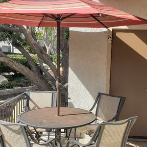 Patio Set With Umbrella for Sale in Fountain Valley, CA