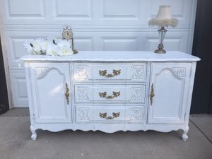 Thomasville shabby Buffet/Dresser/Baby Changing Table/TV Console for Sale in Carol Stream, IL