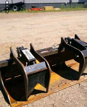 Arrow and Paladin skid steer grapple buckets for Sale in Chippewa Falls, WI