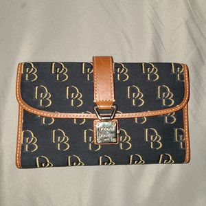 Women's Wallet for Sale in Cicero, IL