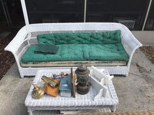Antique wicker couch & coffee table for Sale in Tampa, FL