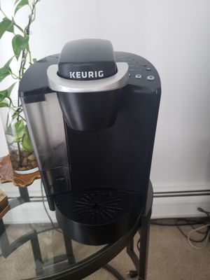 Keurig coffee maker, used for 1 gear, still in good condition, looks new for Sale in Franklin, MI