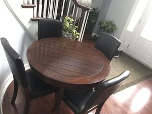 Nice round dining set for Sale in Bolingbrook, IL