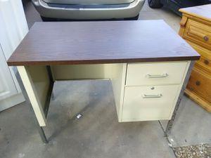 Small metal desk for Sale in Phoenix, AZ