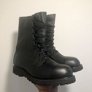 New MEN'S BLACK LEATHER MILITARY COMBAT DUTY WORK BOOTS STEEL TOE VIBRAM SOLES 11 R for Sale in Kissimmee, FL