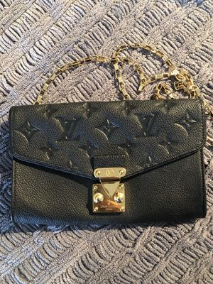 Small Louis Vuitton chain wallet for Sale in Chicago, IL
