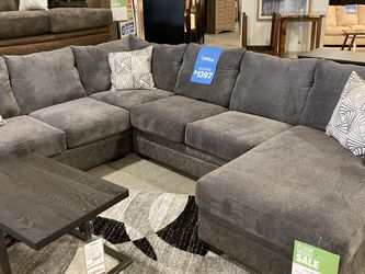 Levin Furniture (Avon) 2 Piece Sectional for Sale in Avon,  OH