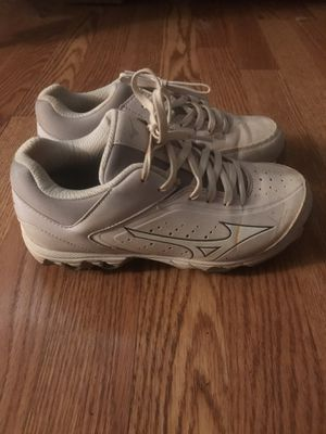 Mizuno softball cleats size 6 for Sale in Lakeland, FL