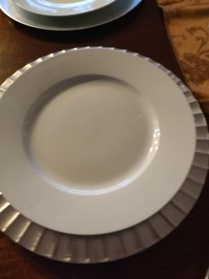 White dinner plates. 8 of them... in tiptop shape. for Sale in Washington, IL
