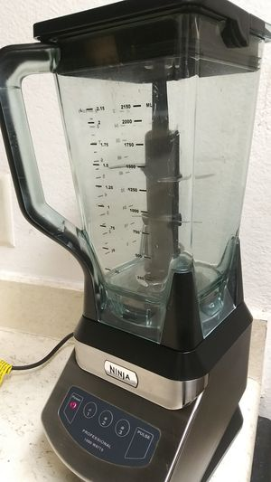 NINJA PROFESSIONAL BLENDER 1000W. BARELY USED. WORKS EXCELLENTLY WELL. for Sale in Dallas, TX