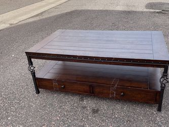 Coffee table for Sale in Aurora,  CO