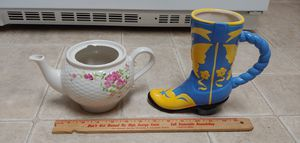 Tea pot and boot flower vases both for $5 total for Sale in Austin, TX