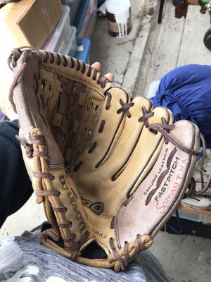 Softball glove for Sale in Redondo Beach, CA