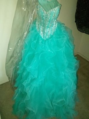 Quinceañera dress almost new for Sale in Las Vegas, NV