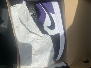 AUTHENTIC JORDAN 1 low's (court purple) size 8.5 great condition for Sale in Largo, FL