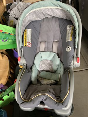 Graco car seat with base for Sale in Beaverton, OR