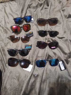 Foster grant sunglasses new for Sale in Miami, FL