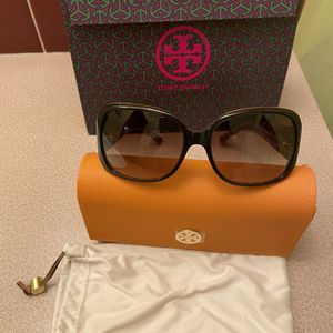 New Tory Burch sunglasses - Included A Gift Bag🎄🎁🎄 for Sale in Santa Ana, CA