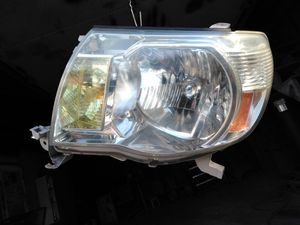 2005 - 2011 OEM TOYOTA TACOMA HEADLIGHT for Sale in Sterling, VA