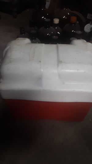Marine battery holder rubbermaid for Sale in Lynnfield, MA