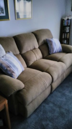 Sofá couch. (recliner) for Sale in Murfreesboro, TN